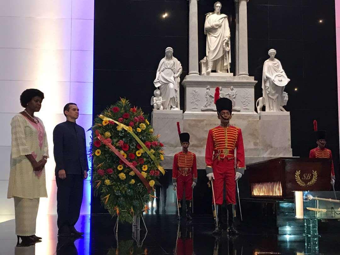 Viceministro para África, Reinaldo Bolívar junto a la Embajadora de la República de Sudáfrica acreditada en Venezuela, Taniga Shoppe