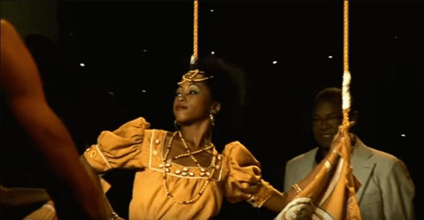 Escena del baile, uno los orishas Adalberto disfrutando tal momento