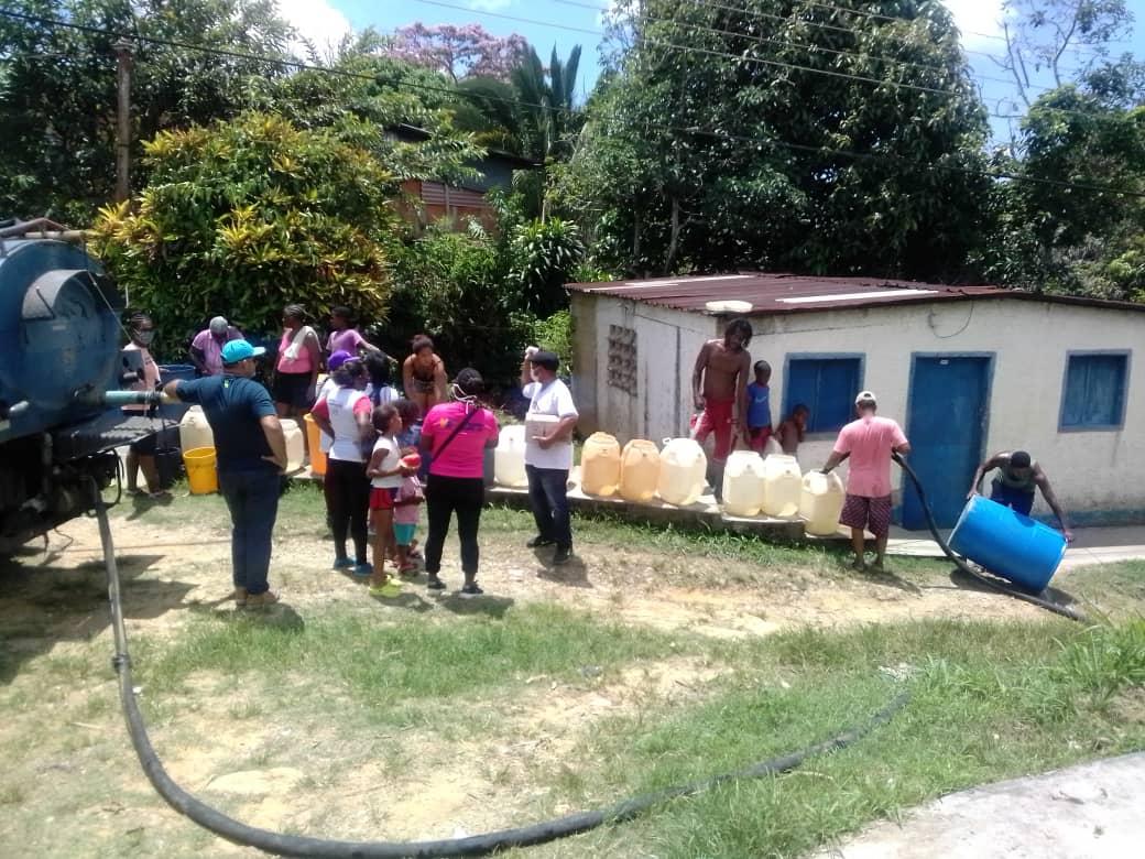 Distribución de agua potabilizada en Tacarigüita por parte de Afroamiga