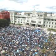 Guatemala: El pueblo harto de la corrupción, el presidente pide auxilio a la OEA de Almagro