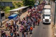 Trump amenaza a gobiernos centroamericanos con congelar ayuda si no detienen caravana de hondureños