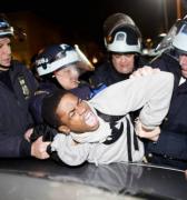 En EE.UU., si está en peligro, no llame a la policía