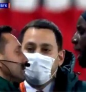 Fútbol europeo: De nuevo racismo contra los afros. Jugadores abandonan la cancha en protesta