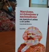 Presentado libro del periodista Marcel Roo, durante visita de Fatimatou Sarr