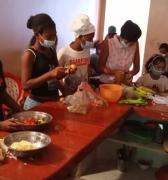 Fundación AFROAMIGA distribuye combos educativos en la Parroquia Curiepe.