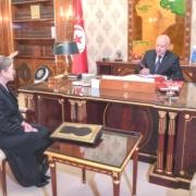 El presidente de Túnez nombra nuevo gobierno por decreto