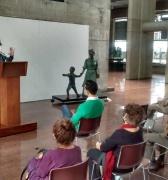 Presentan espectacular escultura de Matea y Simoncito